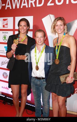 Kira Walkenhorst mit Laura Ludwig und Fabian Hambuechen, Sport Bild Award in der Fischauktionshalle, Hamburg, 29.08.2016 - Stock Photo