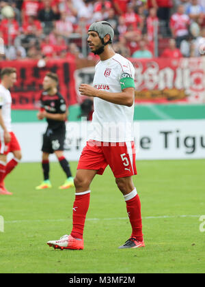 Klaus Gjasula (Hallescher FC) beim DFB-Pokal  2016/17 - 1. Runde - Hallescher FC gegen 1.FC Kaiserslautern - Stock Photo