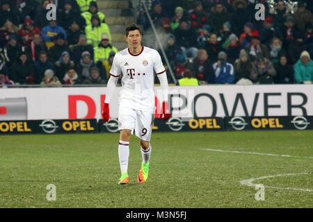 Zweifacher Torschuetze / Torschütze Robert Lewandowski (Bayern), 1. BL: 16-17 - 17. Spieltag -  SC Freiburg vs. FC Bayern München