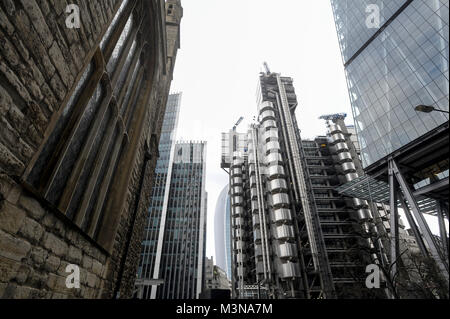 88 meter office skyscraper Lloyd's building 1978 1986 designed by Richard Rogers is Lloyd's of London headquaters - Stock Photo