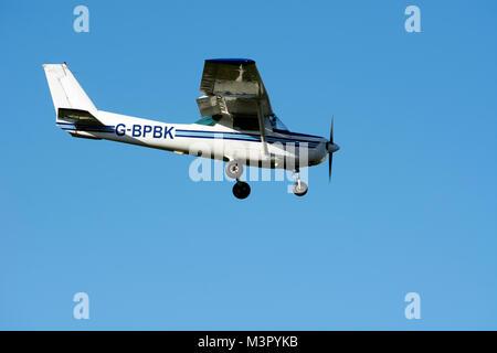 Cessna 152 approaching Wellesbourne Airfield, Warwickshire, UK (G-BPBK) - Stock Photo