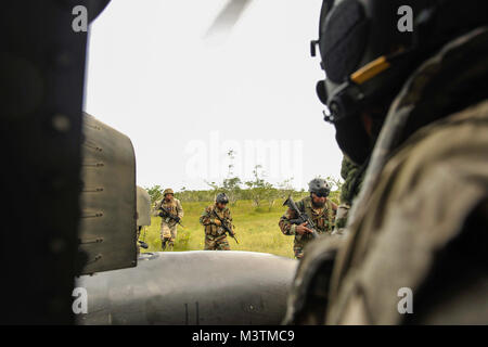 Members of the Belize Special Assignment Group board a UH-60 Black Hawk assigned to Joint Task Force-Bravo's 1st - Stock Photo