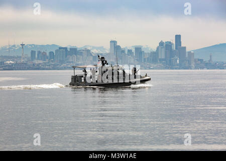 170404-N-KL795-235  PUGET SOUND, Wash. (April 4, 2017) Sailors assigned to Coastal Riverine Squadron (CRS) 11 conduct - Stock Photo
