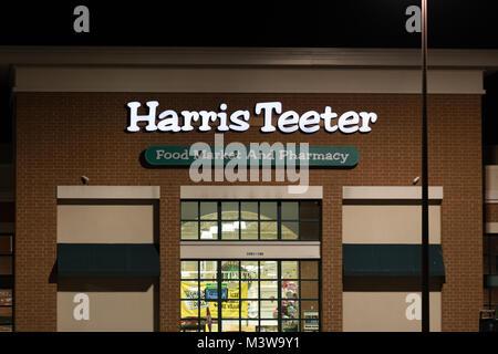 WILSON, NC - JANUARY 25, 2018: A Harris Teeter grocery shore  is open at night. Harris Teeter Supermarkets, Inc. - Stock Photo