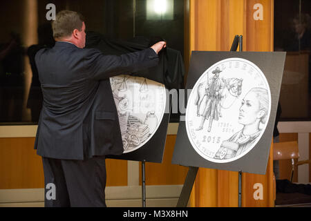 John Ryan, from The National Center for Missing and Exploited Children reveils the clad half Dollar as U.S. Marshals - Stock Photo
