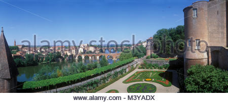 France, Tarn, Albi, the episcopal city, listed as World Heritage by UNESCO, views of the banks of the Tarn River - Stock Photo