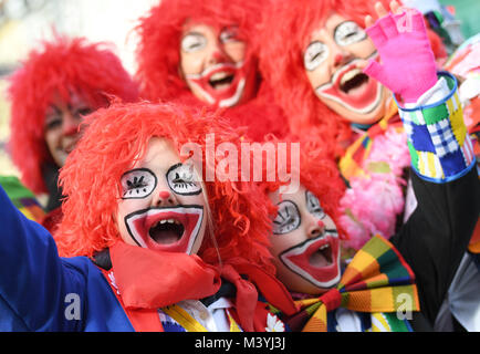 Duesseldorf, Germany. 12th Feb, 2018. Carnival goers are dressed as clowns on Rose Monday to join the traditional - Stock Photo
