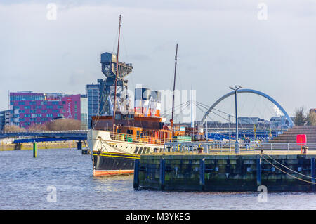 Glasgow, Scotland, UK. 13th February, 2018. UK Weather. Sunshine in Glasgow with the paddle steamer PS Waverley - Stock Photo