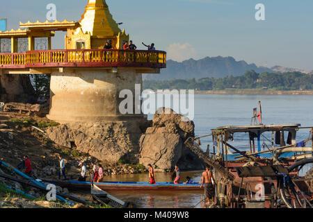 Hpa-An: Thanlwin (Salween) River, Shweyinhmyaw Paya temple pagoda, boat, passenger, , Kayin (Karen) State, Myanmar - Stock Photo
