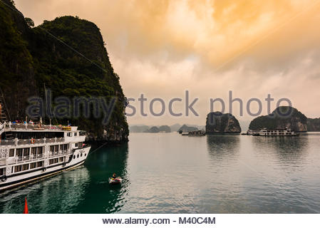 Halong Bay, North Vietnam. The bay features 3,000  limestone and dolomite karsts and islets in various shapes and - Stock Photo