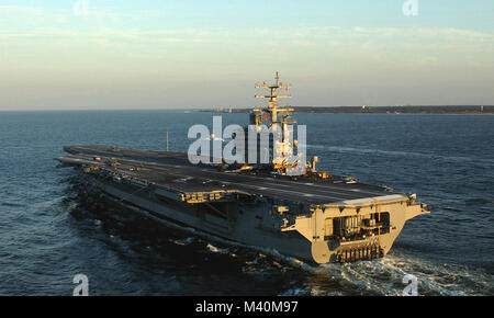 Port bow view of the US Navy (USN) NIMITZ CLASS: Aircraft Carrier, USS RONALD REAGAN (CVN 76), underway in the Atlantic - Stock Photo
