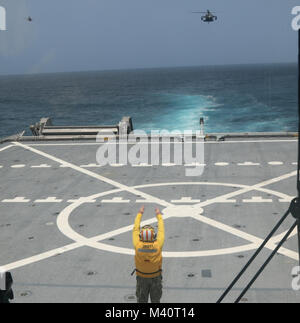 ATLANTIC OCEAN (July 30, 2015) - Chief Boatswain's Mate Christopher Neumann, a native of Chicago, Ill., assigned - Stock Photo
