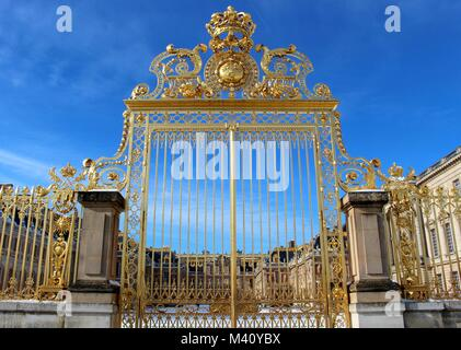 The royal gates of Versailles, which were torn down during the French Revolution, have been recreated using a 100,000 - Stock Photo