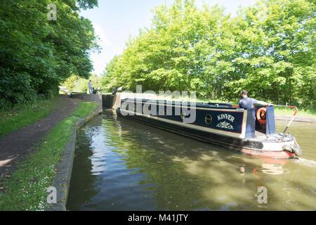 Narrow boat on the North Stratford Canal near Lapworth Locks. - Stock Photo