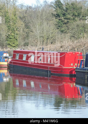Red Narrowboat Moored on the Staffordshire & Worcestershire Canal, Stourton, South Staffordshire, England, UK in - Stock Photo