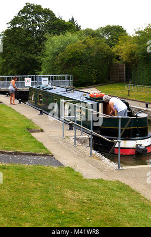 Narrow Boat in Culham Lock on the River Thames Oxfordshire - Stock Photo