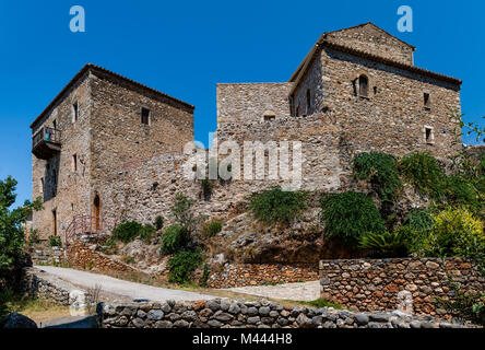 The old town of Kardamyli, in Mani, Greece is a small collection of abandoned fortified tower-houses clustered around - Stock Photo