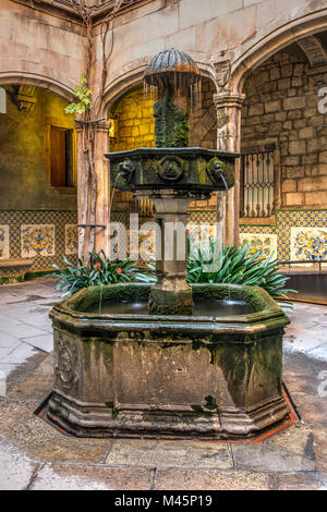 Picturesque courtyard adorned with fountain in the Gothic Quarter, Barcelona, Catalonia, Spain - Stock Photo