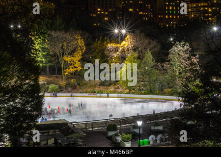 Ice skaters in central park - Stock Photo