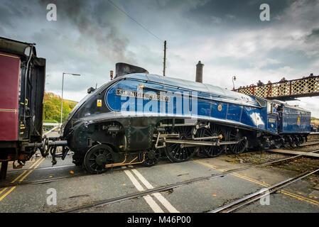 The Sir Nigel Gresley steam tran at IRamsbottom station. ELR - Stock Photo