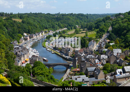 Dinan (Brittany, north-western France): harbour with the banks of the river Rance. Houses by the river Rance with - Stock Photo
