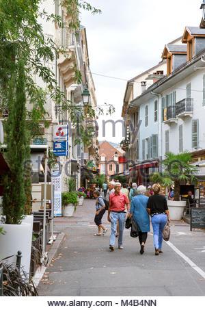 Rue Albert 1st incentral Aix-Les-Bains with pedestrians - Stock Photo