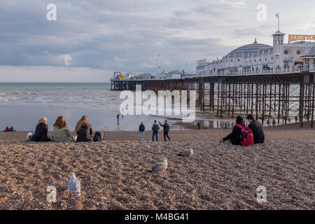 People relaxing on Brighton beach - Stock Photo