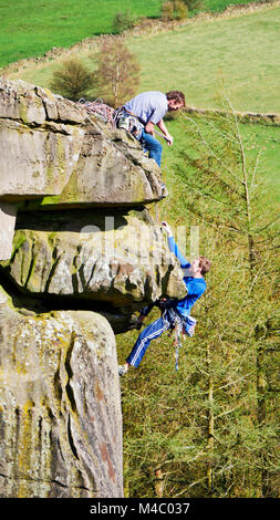 Rock clmber climbinng at Cratcliffe Tor near Elton, Winster, Peak District National Park, UK, Cratcliffe Tor near - Stock Photo