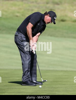 Los Angeles, CA, USA. 15th Feb, 2018. Phil Mickelson putting during opening round of the Genesis Open at the Rivera - Stock Photo