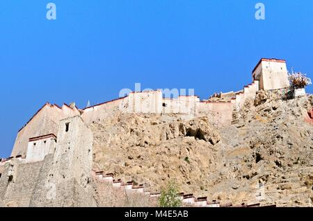 The fortress Gyangze Dzong in Gyantse Tibet China - Stock Photo