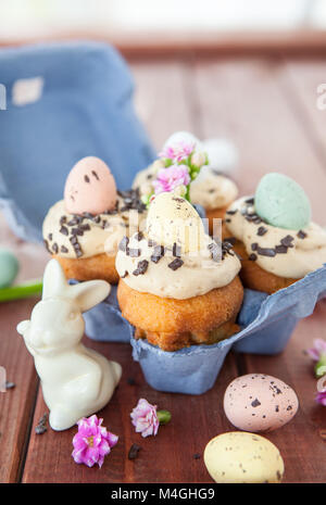 Little easter cupcakes with easter eggs and frosting - Stock Photo