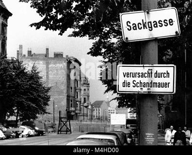 A sign with the inscription 'Dead end' and another signboard with the inscription 'Caused by the Wall of Shame' - Stock Photo