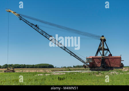 Massive dragline used in rock mining operation. - Stock Photo