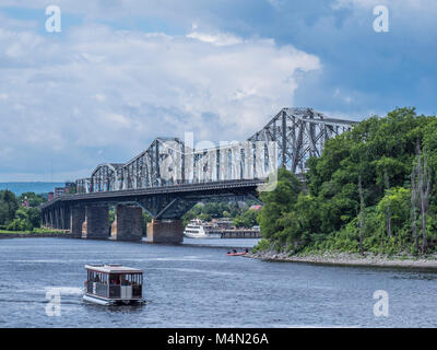 Aqua Taxi boat on the Ottawa River near the Alexandra Bridge, Ottawa, Ontario, Canada. - Stock Photo