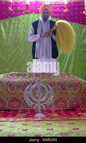 A Sikh priest with his ceremonial fan at the Baba Makhan Shah Lobana Sikh Center on 101 Avenue in Richmond Hill, - Stock Photo