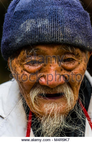 95 year old Dr. Ho Shixiu, a famous herbalist, at his Jade Dragon Snow Mountain Medical Clinic in the ancient village - Stock Photo