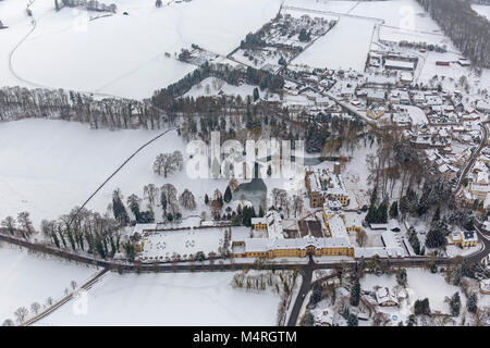 Aerial view, hunting lodge Herdringen Tudor castle in the snow, Neheim, Arnsberg, Sauerland, North Rhine-Westphalia, - Stock Photo