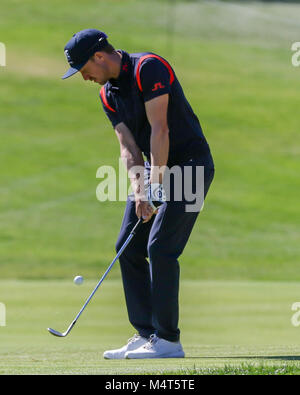 Los Angeles, CA, USA. 17th Feb, 2018. Jonas Blixt chipping on 9th hole during day 3 of the Genesis Open at the Riviera - Stock Photo