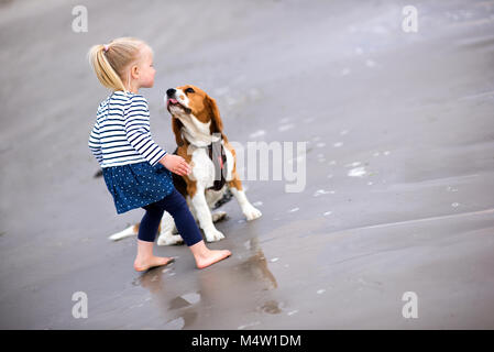 Fantastic Sea Beagle Adorable Dog - girl-and-cute-dog-beagle-by-the-sea-m4w1dm  Gallery_287457  .jpg