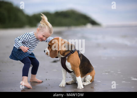 Most Inspiring Sea Beagle Adorable Dog - girl-and-cute-dog-beagle-by-the-sea-m4w1dw  You Should Have_208146  .jpg