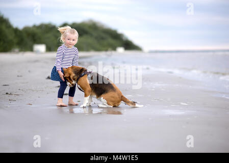 Best Sea Beagle Adorable Dog - girl-and-cute-dog-beagle-by-the-sea-m4w1e5  Collection_697997  .jpg