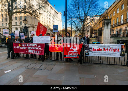 February 17, 2018 - London, UK. 17th February 2018. Campaigners at Downing St condemn the delivery of $350 millon - Stock Photo