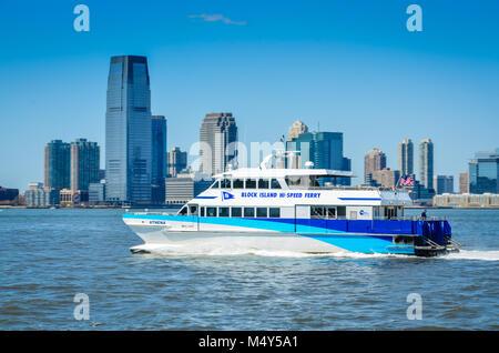 Block Island Hi-Speed Ferry cruising Hudson River in front of downtown Manhattan. - Stock Photo