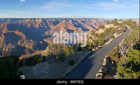 Footpath leading to the stone memorial at Powell Point (along historic Hermit Road on the South Rim) The memorial - Stock Photo