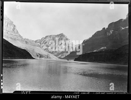 VIEW DOWN THE GRAND CANYON FROM A BOAT ON LAKE MEAD ABOVE LAVA CAVE. 04 NOV 1937.    Grand Canyon Nat Park Historic - Stock Photo