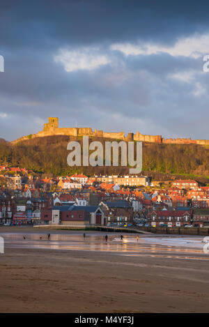 Scarborough beach UK winter, view of South Bay Beach in Scarborough with the  Castle above the town illuminated - Stock Photo