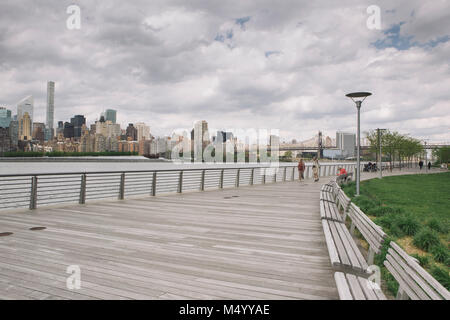 Boardwalk promenade with view of New York City skyline, Gantry Plaza State Park, Long Island City, New York City, USA