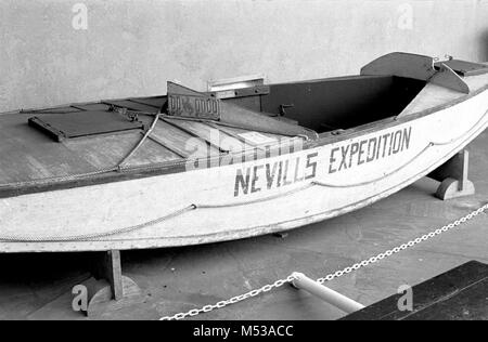 CONDITION OF HISTORIC BOAT DISPLAYED IN VISITOR CENTER PATIO. WEN GRCA 13726. 10 JULY 1984    Grand Canyon Nat Park - Stock Photo