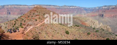 Grand Canyn NP - S Kaibab Trail Mrmn Flat -psk.. Beyond Cedar Ridge in Grand Canyon National Park, the South Kaibab - Stock Photo