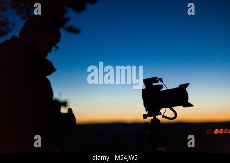 Fotografen bei Nachtaufnahmen - Stock Photo